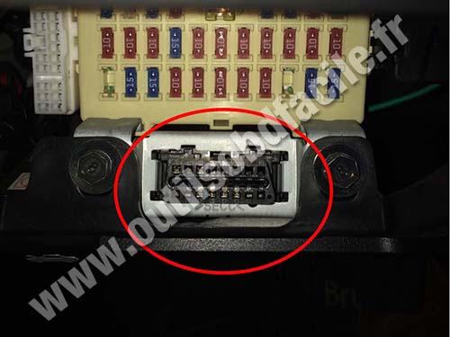 Fuse Fuse Box Obd2 Connector Location In Hyundai Accent 2010