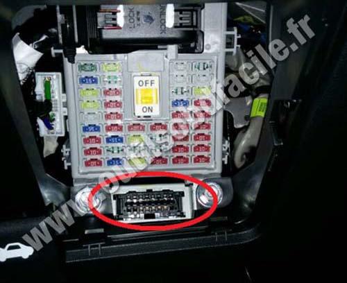2013 Hyundai Genesis Fuse Box Obd2 Connector Location In Hyundai I20 2015 Outils