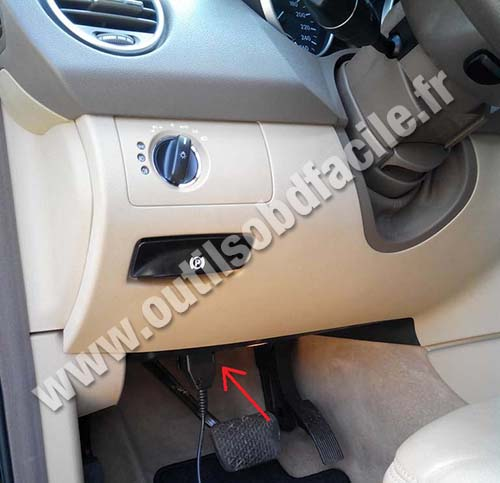 M Fuse Box Diagram Obd2 Connector Location In Mercedes M Class Ml W164