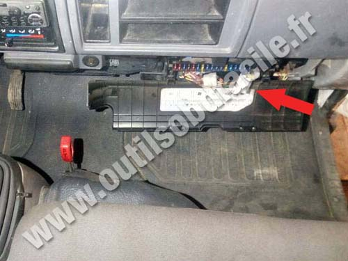 2013 Nissan Sentra Fuse Box Obd2 Connector Location In Nissan Cabstar Outils Obd Facile