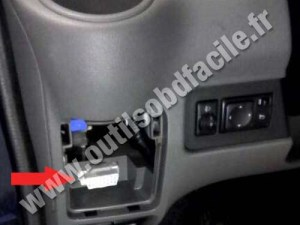 OBD2 connector location in Nissan NV200 (2009  )  Outils OBD Facile