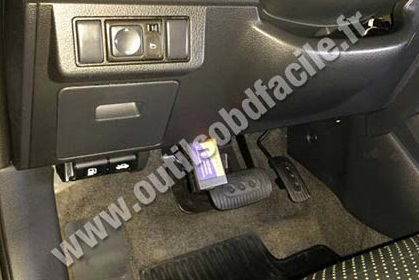 2014 Volvo Truck Fuse Box Obd2 Connector Location In Nissan Tiida 2004 2011