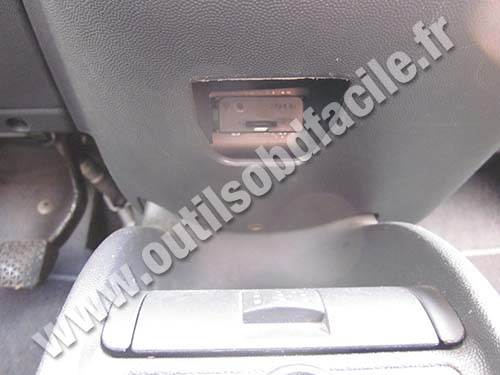 opel corsa b radio wiring diagram cat five obd2 connector location in c 2000 2006 outils obd ashtray central console
