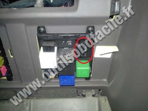 2005 Vauxhall Tigra Fuse Box Location Obd2 Connector Location In Opel Omega 1999 2003