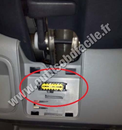 2005 Vauxhall Tigra Fuse Box Location Obd2 Connector Location In Opel Vivaro 2001 2006