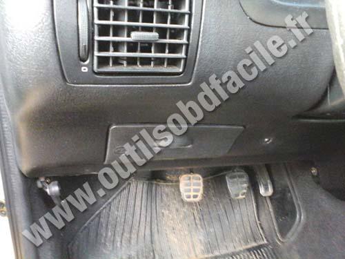 2007 Volkswagen Beetle Fuse Box Obd2 Connector Location In Volkswagen Gol G3 1999 2004