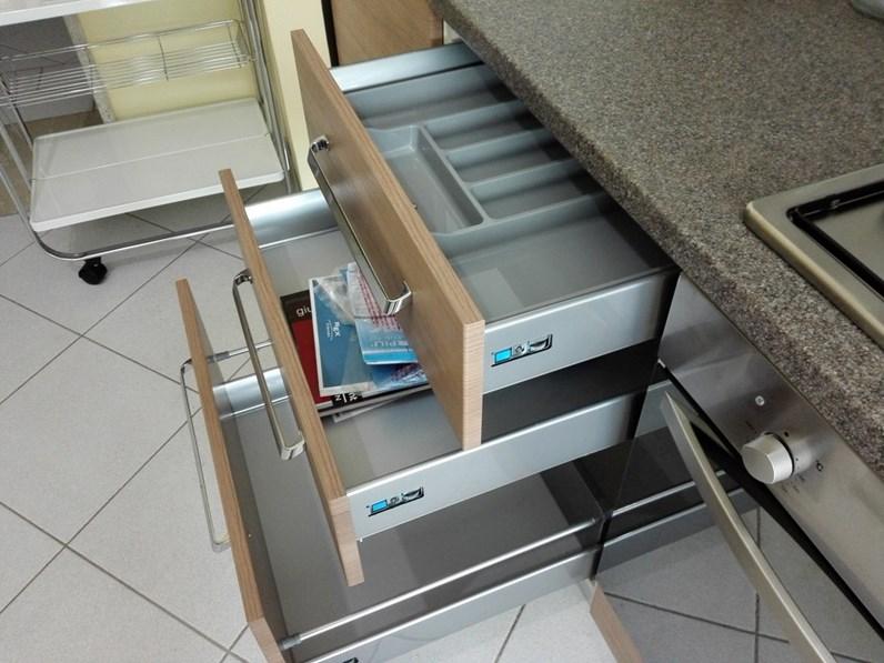 Brio  Cucina moderna con elettrodomestici by Mobilturi