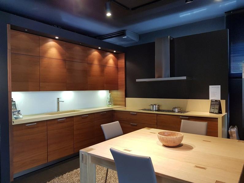 Cucina ad angolo in legno noce Em5080 di hacker a prezzo