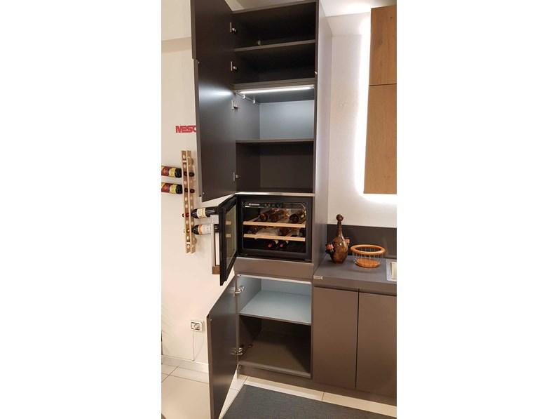 Cucina Arredo3 Wega laccato opaco con top quarzo PREZZO OUTLET