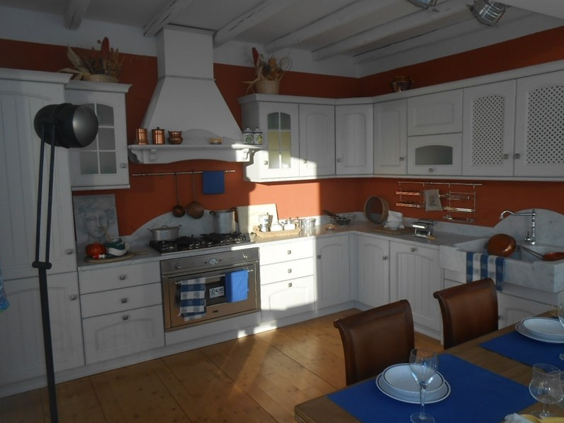 Cucina Arrex country ad angolo bianca in legno Morgana