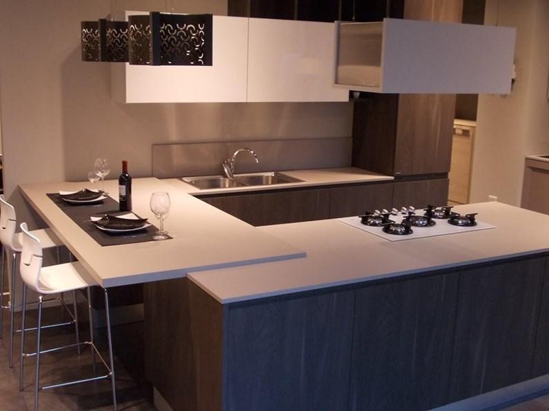 Cucina Berloni modello Brera ad isola con bancone laterale