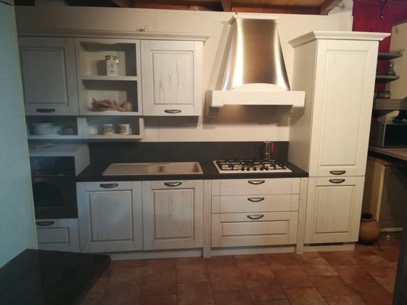 Cucina bianca classica lineare Verona  anta a telaio