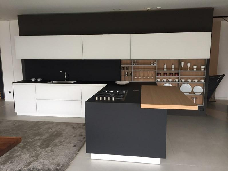 Cucina bianca design con penisola Twelve Poliform in