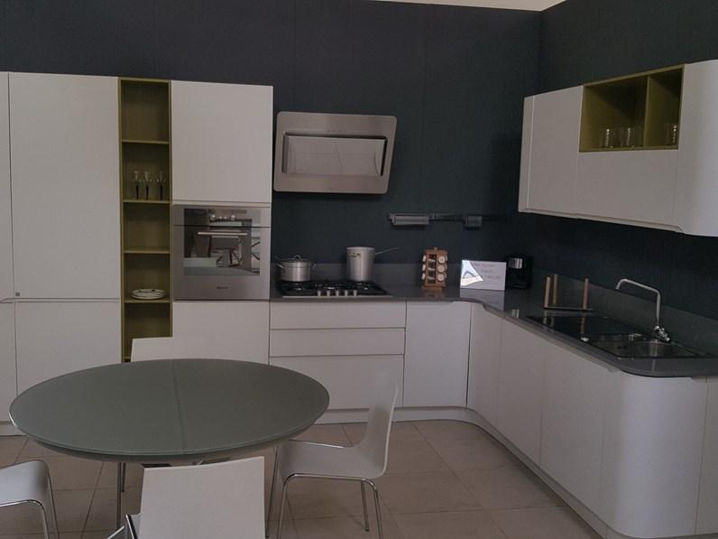 Cucina bianca moderna ad angolo Bring di Stosa cucine in