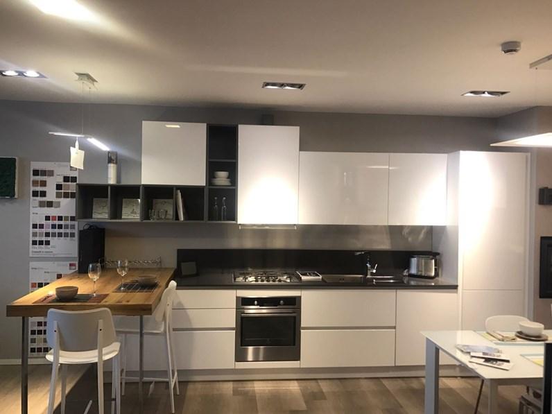 Cucina bianca moderna lineare Brava di Lube cucine in offerta