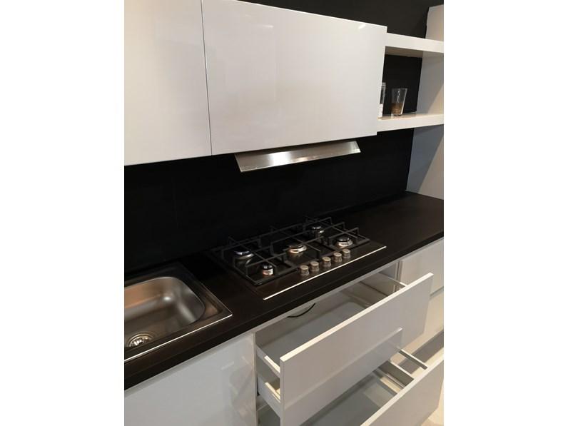 Cucina bianca moderna lineare Cucina laccata Nova cucine in offerta