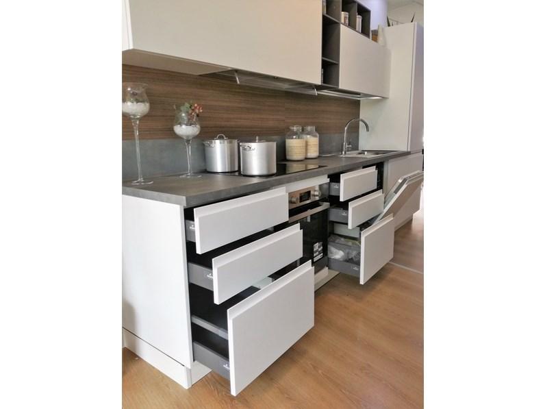 Cucina bianca moderna lineare Wega Arredo3