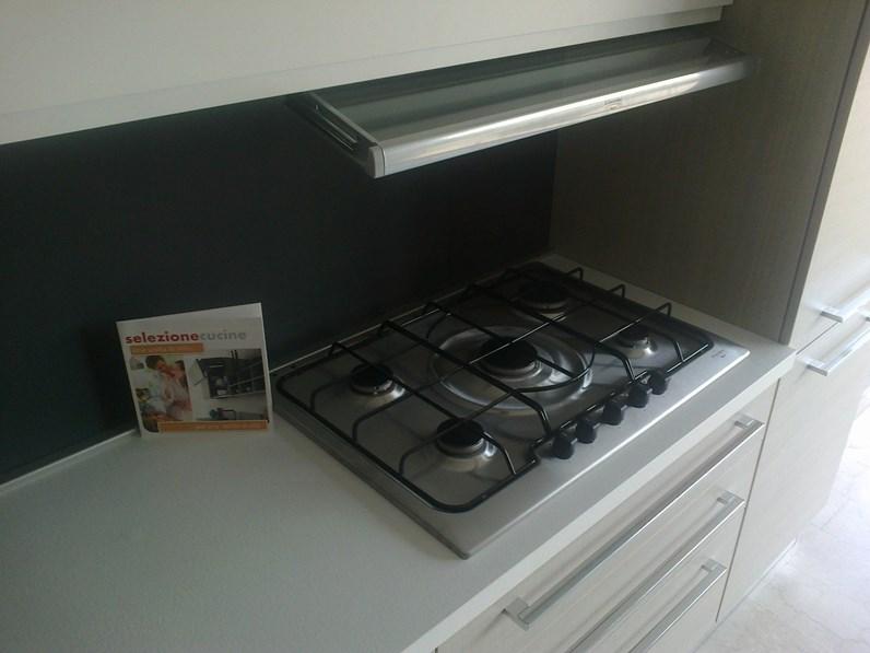 Cucina Astra Cucine Iride line Moderna Laccato Opaco bianca