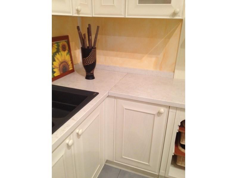 Cucina Doimo Cucine legno magnolia e top in marmo biancone