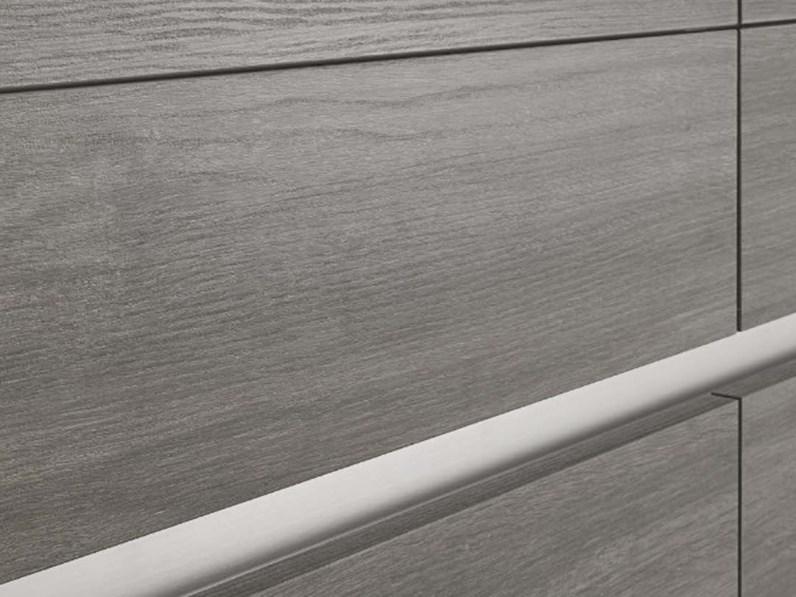 cucina lineare maniglia gola titanio brown e grigio