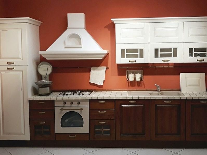 Cucina Lube classica lineare in legno Mod Laura bianco vintage e noce