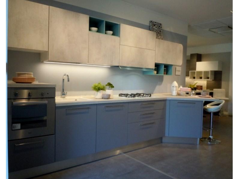 Cucina esposta Lube modello Immagina grigio Agata e