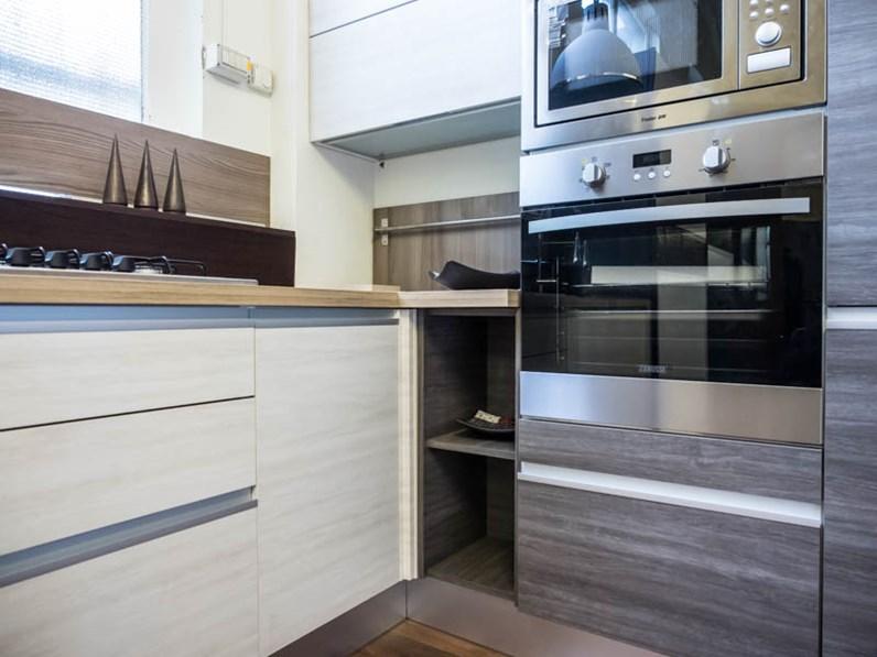 cucina moderna angolare essenza grigia e white con colonne