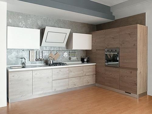 Cucina finitura effetto legno con dispensa ad angolo sconto del 59  Cucine a prezzi scontati