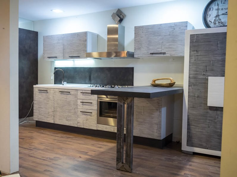 cucina moderna mody bambu e lagno con penisola industrial integrata grey stone