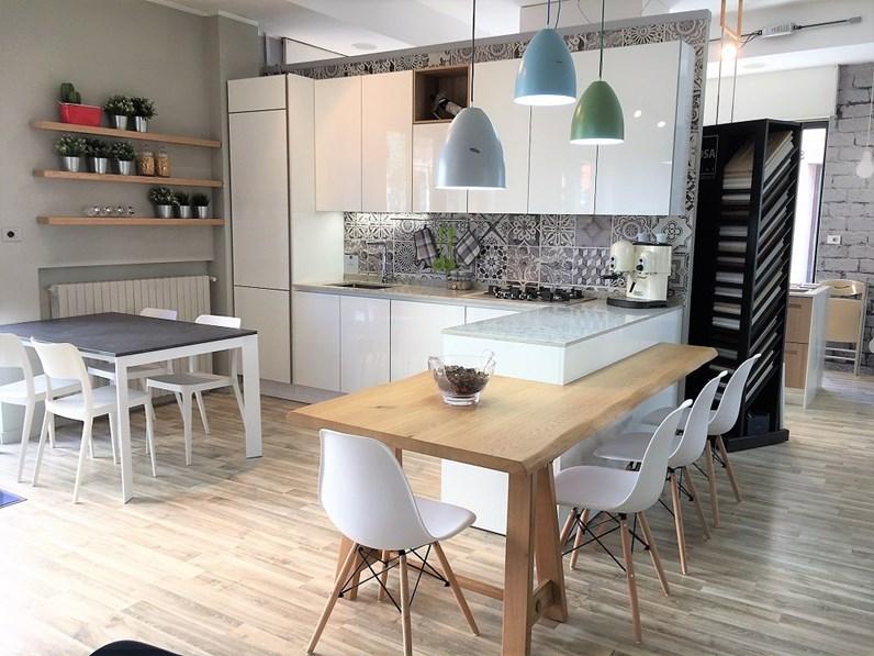 Cucina moderna Stosa Cucine ALEVE con penisola in laccato