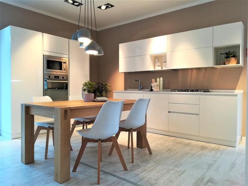 Cucina Scavolini moderna bianca in laccato lucido Liberamente