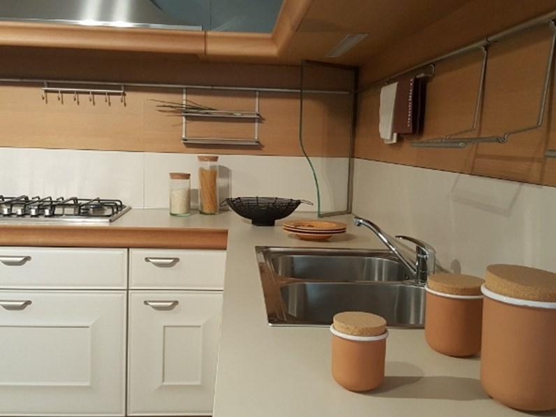 Cucina Snaidero moderna ad angolo bianca in laccato opaco