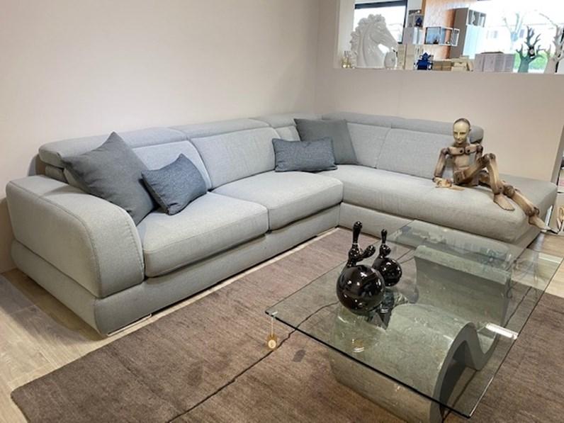 Ricordati che i prezzi proposti da arredamento interni veneto sono in. Divano Relax In Stile Moderno Con Seduta Estraibile A Prezzi Outlet