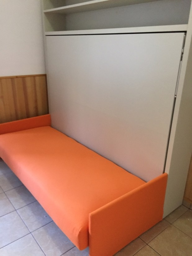 https://i0.wp.com/www.outletarredamento.it/img/letti/letto-clei-mod-adam-scontato-del-28_O6.jpg?resize=618%2C824&ssl=1