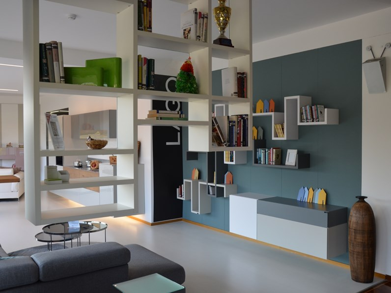 Libreria sospesa a soffitto Lago 30mm WEIGHTLESS in laccato opaco Offerta Outlet