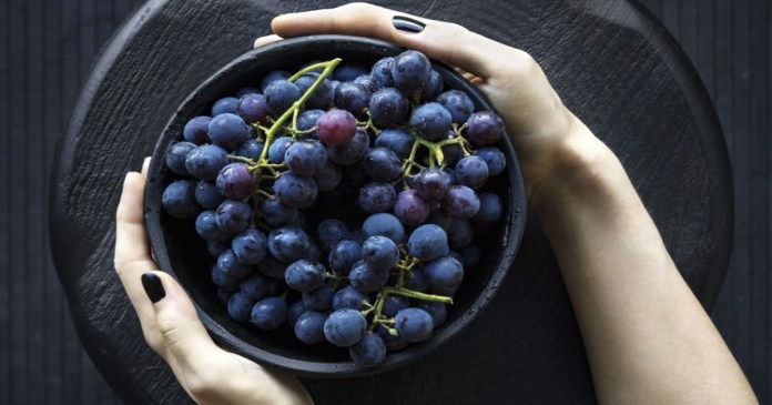 Powerful Health Benefits of Black Grapes