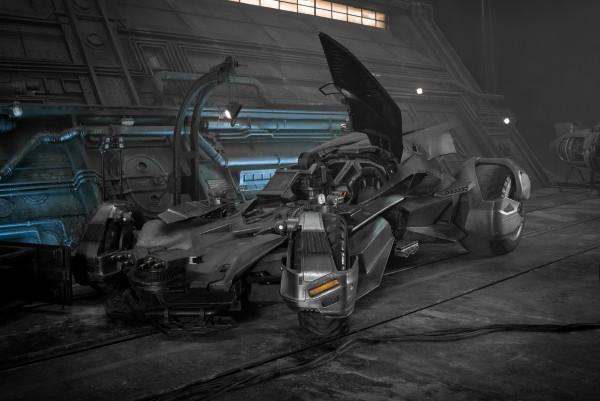 justice-league-batmobile-600x401