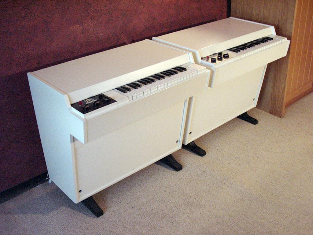 Mellotron M400 #256 & 1671