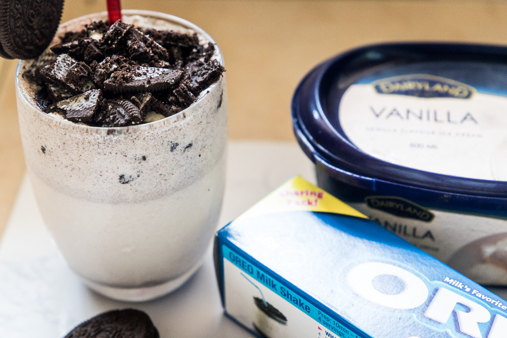 Cookies Cream Milkshake Recipe: recreate Cookies & Cream Milkshake with Oreos in just 5 minutes with few ingredients! #CookiesAndCreamMilkshake #OreoMilkshake #ChickFilA #CopycatRecipes #IceCream #Milkshake #Oreo