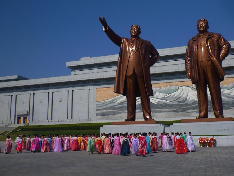 Estatuas dos líderes Coreia do Norte