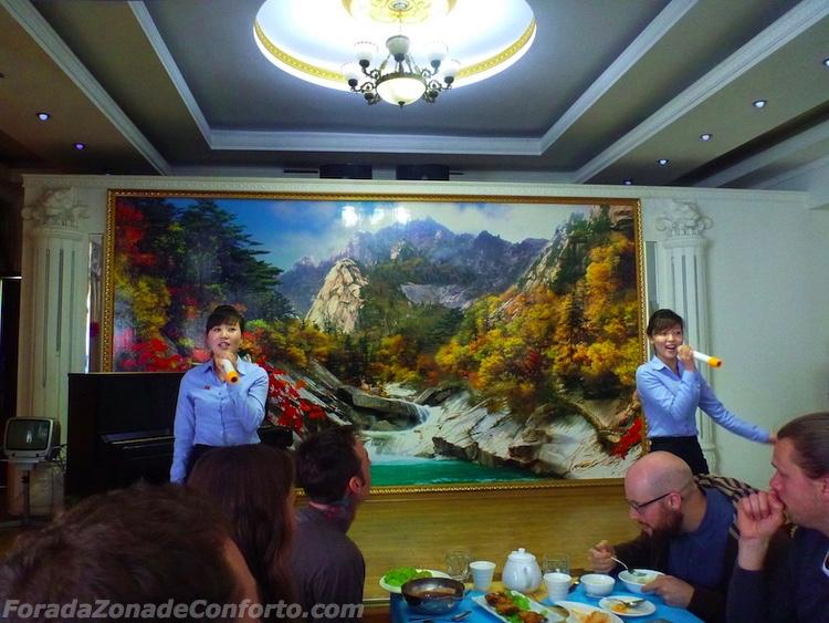 Show em restaurante Norte-coreano