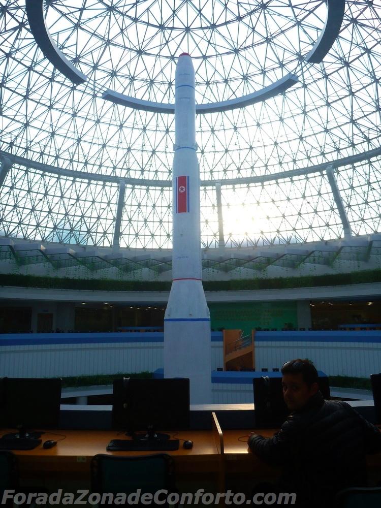 réplica do foguete da Coreia do Norte