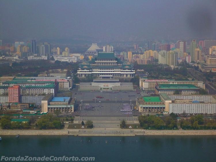 praça Kim il-Sung do alto da Torre Juche Pyongyang Coreia do Norte