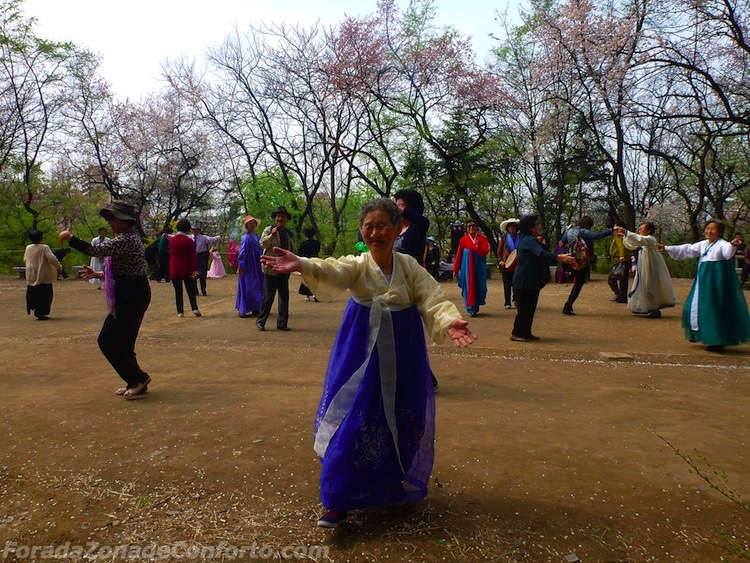 Norte-coreana dançando