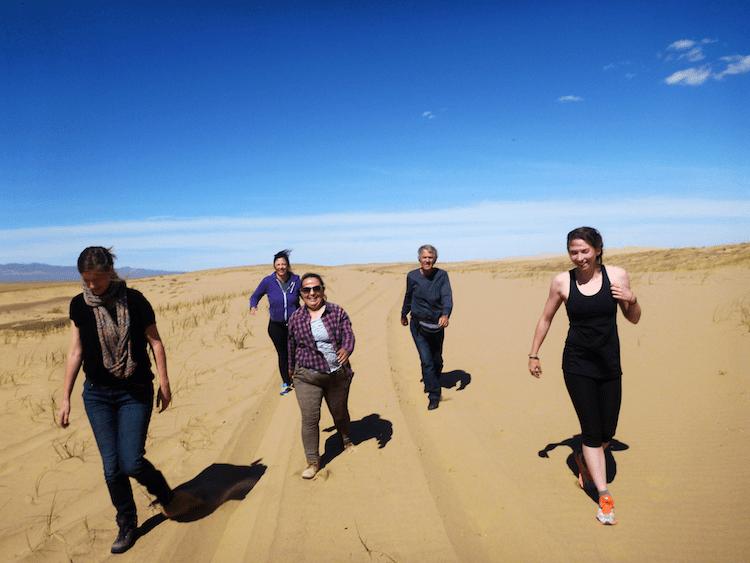 presos na areia do deserto
