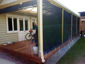 Gable roof verandah with view of Pinz blinds by Outside Concepts Bayside