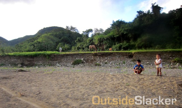 Horses and kids along the route of the Love a Tree Ultramarathon
