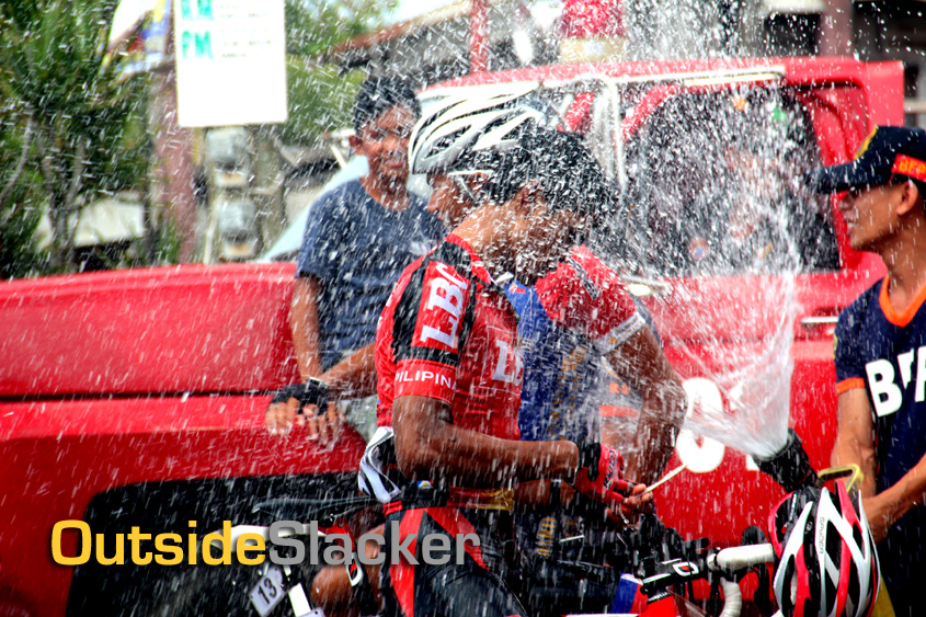 Riders cool off at Le Tour de Filipinas 2013