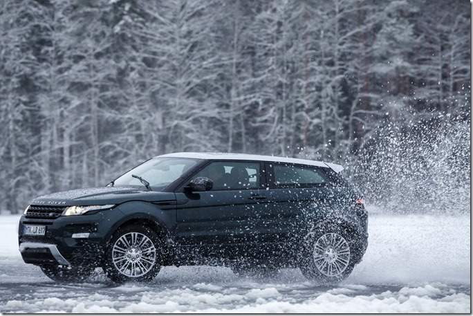 2014 Range Rover Evoque in the Snow (1)