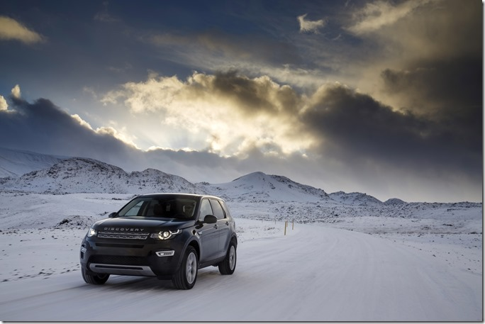 Land Rover Discovery Sport in Iceland - Barolo Black (1)